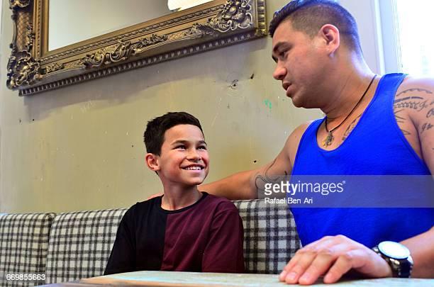 new zealand maori father and son - rafael ben ari ストックフォトと画像