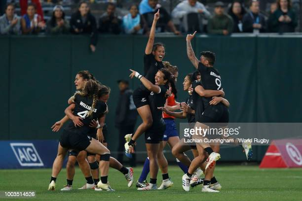 New Zealand players celebrate after winning the Championship match against France to win the 2018 Woman's Rugby World Cup Sevens at ATT Park on July...