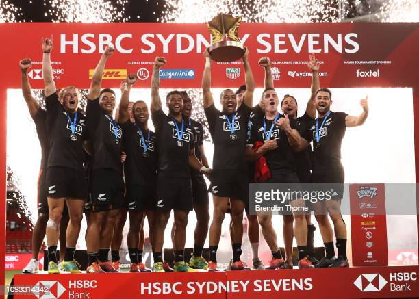 New Zealand players celebrate after winning the Men's Cup Final played between New Zealand and USA during the 2019 Sydney HSBC Sevens at Spotless...