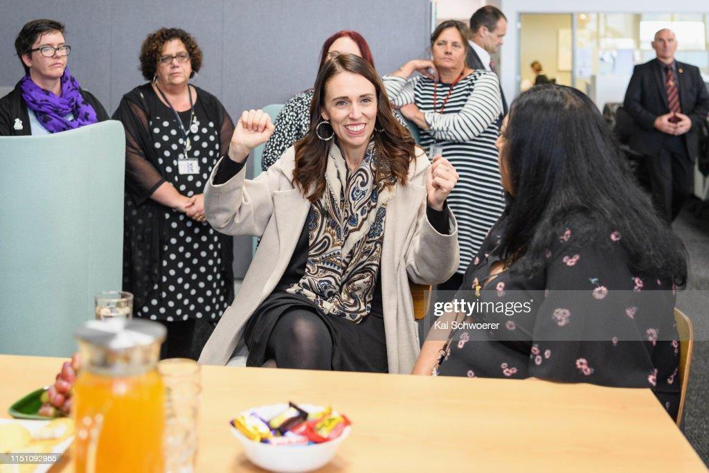 Prime Minister Jacinda Ardern Visits The Loft : Fotografía de noticias