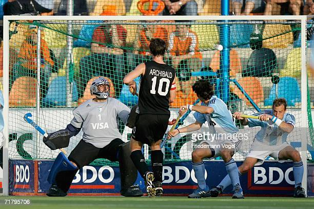 New Zealand score the second goal during the World Cup Pool A match between Argentina and New Zealand at the Warsteiner Hockey Park on September 6...