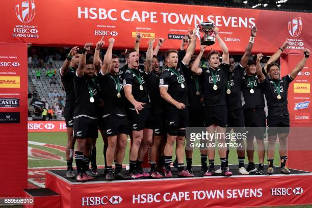 New Zealand Sevens team celebrate their victory in the Cape Town World Rugby Sevens Series on December 10 2017 in Cape Town / AFP PHOTO / GIANLUIGI...