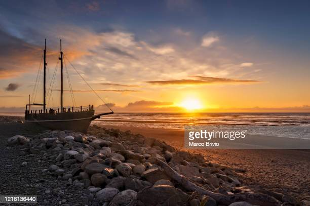 new zealand. ship stranded on the beach at hokitika. south island - marco brivio stock pictures, royalty-free photos & images
