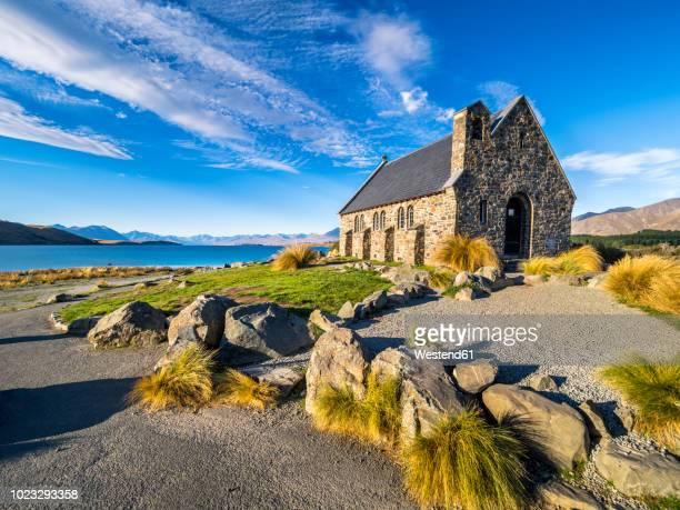 new zealand, south island, canterbury region, church of the good shepherd - lago tekapo fotografías e imágenes de stock