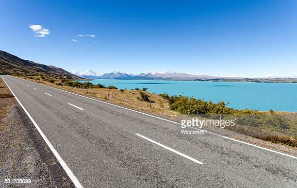 New Zealand, South Island, Lake Pukaki, empty road