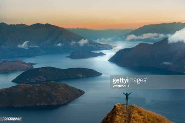 new zealand, south island, wanaka, otago, woman on coromandel peak at sunrise - ニュージーランド南島 ストックフォトと画像