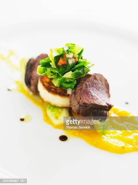 new zealand venison loin, apricot preserves and white polenta - carne de cervo - fotografias e filmes do acervo