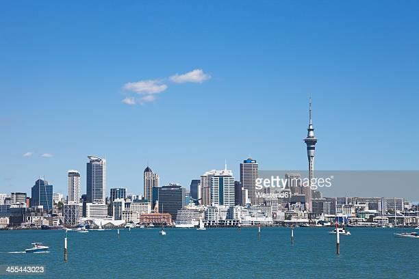 new zealand, view of skyline city center - auckland fotografías e imágenes de stock