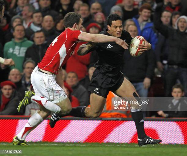 New Zealand wing Hosea Gear evades the challenge from Welsh wing George North to go on and score his second try during the Autumn International rugby...
