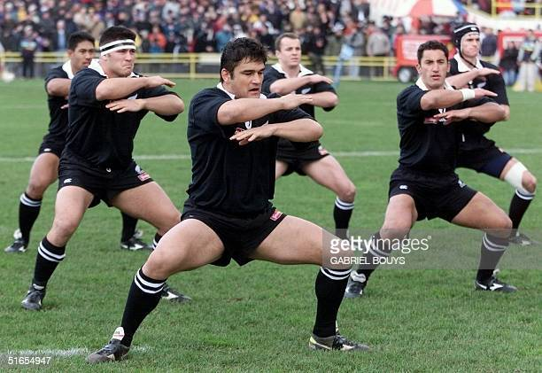 New Zealand's All Blacks captain Taine Randall leads the Haka a Maori warrior traditionnal dance before the AllBlacksFrance test match 26 June 1999...