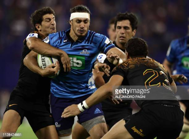 New Zealand's Blues half scrum Jonathan Ruru vies for the ball with Argentina's Jaguares half scrum Tomas Cubelli and fullback Joaquin Tuculet during...