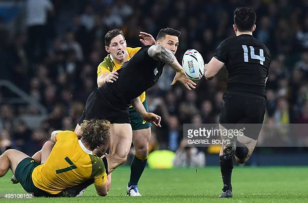 New Zealand's centre Sonny Bill Williams offloads the ball to New Zealand's wing Nehe MilnerSkudder during the final match of the 2015 Rugby World...