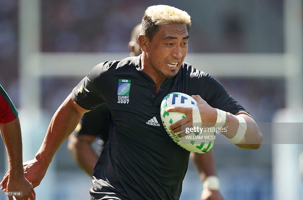 New Zealand's flanker and captain Jerry : News Photo