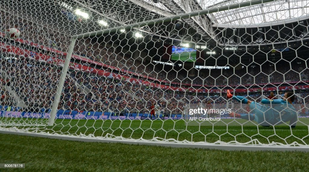 New Zealand's goalkeeper Stefan Marinovic (R) fails to save a penalty kicked by Portugal's forward Cristiano Ronaldo (2nd R) during the 2017 Confederations Cup group A football match between New Zealand and Portugal at the Saint Petersburg Stadium in Saint Petersburg on June 24, 2017. / AFP PHOTO / Mladen ANTONOV
