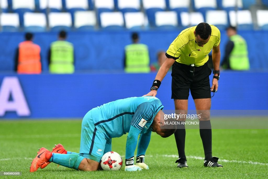 TOPSHOT - New Zealand's goalkeeper Stefan Marinovic reacts during the 2017 Confederations Cup group A football match between Russia and New Zealand at the Krestovsky Stadium in Saint-Petersburg on June 17, 2017. / AFP PHOTO / Mladen ANTONOV