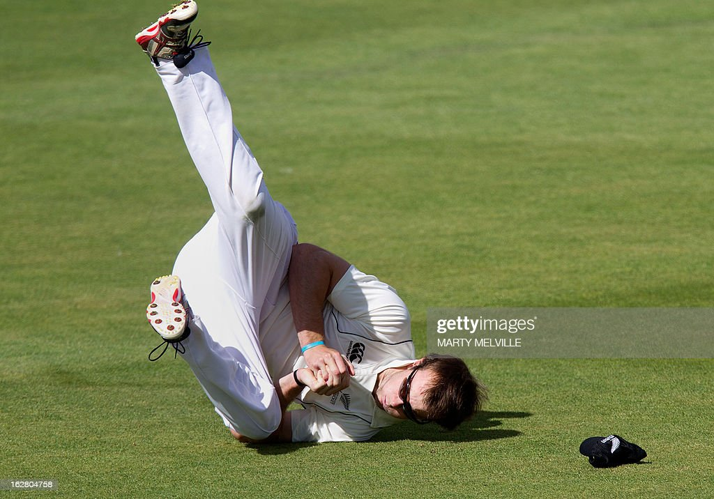 New Zealand's Michael Rae catches out England's Ian Bell during day two of the four-day warm up international cricket match between New Zealand and England in Queenstown on February 28, 2013. AFP PHOTO / Marty MELVILLE