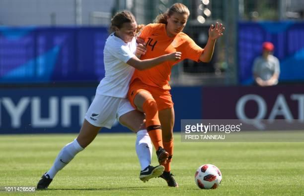 New Zealand's midfielder Malia Steinmetz fights for the ball with Netherlands' Victoria Pelova during the women's World Cup 2018 U20 football match...