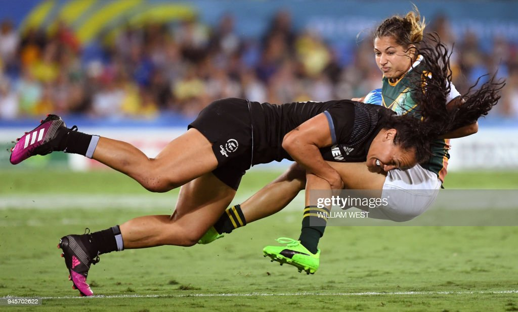 New Zealand's Portia Woodman (L) tackles South Africa's Chane Stadler (R) in their women's rugby sevens match at the Robina Stadium during the 2018 Gold Coast Commonwealth Games on the Gold Coast on April 13, 2018. /