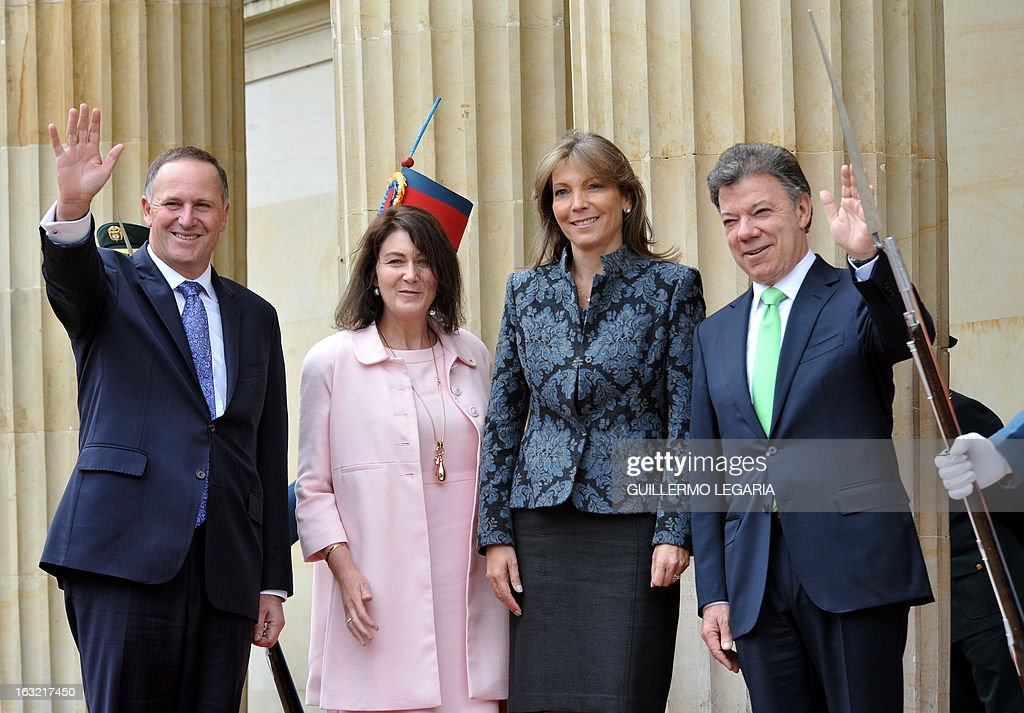 New Zealand's Prime Minister John Phillip Key (L), accompanied by his wife Bronagh (2nd-L) wave to the media beside Colombia's President Juan Manuel Santos (R) and his wife Maria Clemencia Rodriguez, upon their arrival at the Narino Presidential Palace in Bogota, on March 6, 2013. Key is in Colombia for a one-day official visit. AFP PHOTO/Guillermo Legaria