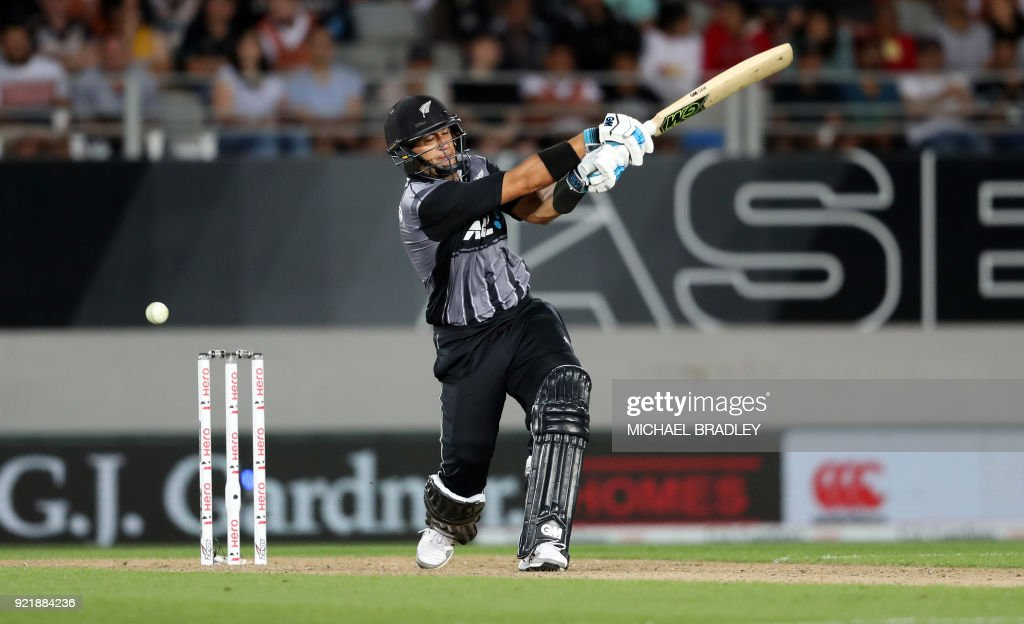 New Zealand's Ross Taylor bats during the final Twenty20 Tri Series international cricket match between New Zealand and Australia at Eden Park in Auckland on February 21, 2018. /