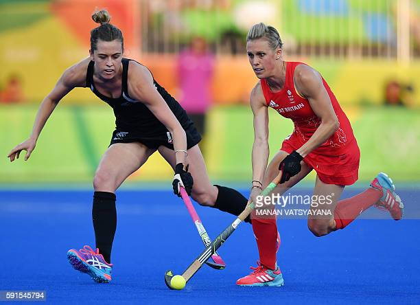New Zealand's Samantha Charlton vies with Britain's Alex Danson during the women's semifinal field hockey New Zealand vs Britain match of the Rio...