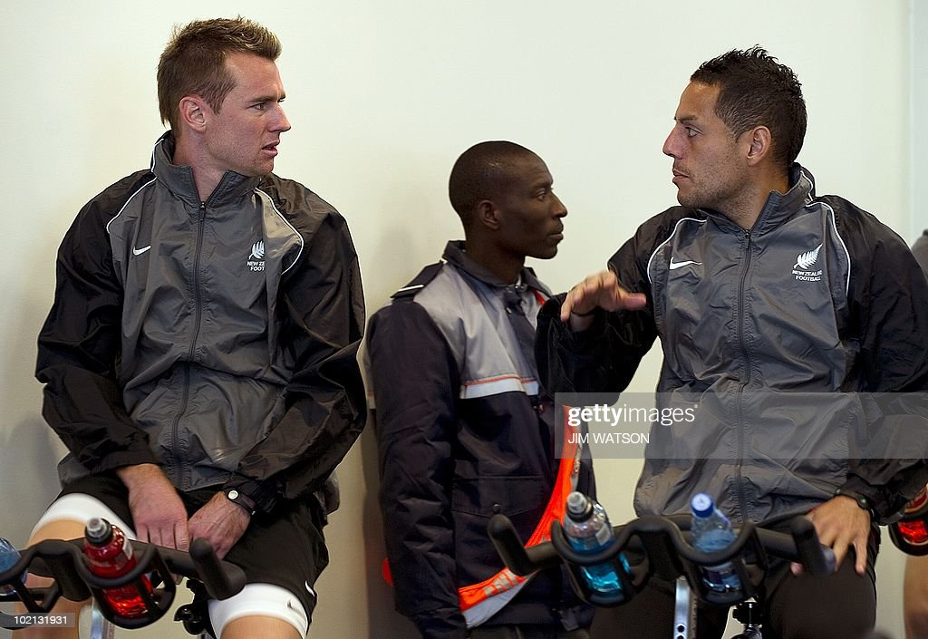 New Zealand's striker Shane Smeltz (L) and midfielder Leo Bertos (R) chat while on stationary bikes during a recovery training session at Virgin Active Health Club in Eden Vale, South Africa, June 16, 2010. The 2010 World Cup hosted by South Africa continues through July 11. AFP PHOTO/Jim WATSON