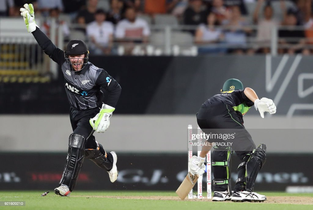 New Zealand's Tim Seifert (L) celebrates taking the wicket of Australia's Ashton Agar (R) during the final Twenty20 Tri Series international cricket match between New Zealand and Australia at Eden Park in Auckland on February 21, 2018. /