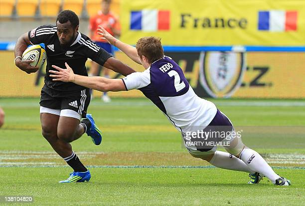 New Zealand's Tomasi Cama is tackled by Scotland's Michael Fedo during the Rugby Sevens tournament in Wellington on February 3 2012 AFP PHOTO /MARTY...