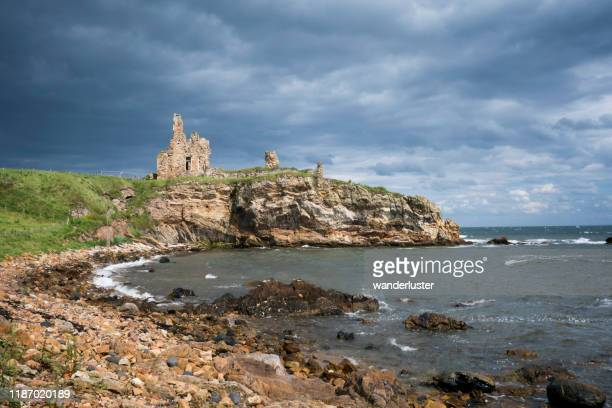newark castle ruins, fife - fife scotland stock pictures, royalty-free photos & images