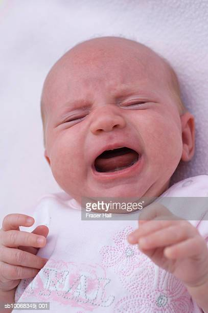 newborn baby girl (0-3 months) crying, close-up - 0 1 months stock pictures, royalty-free photos & images