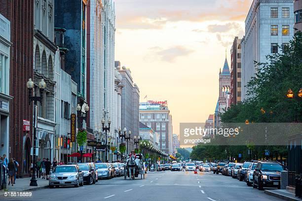 newbury street in back bay-viertel von boston, ma - copley square stock-fotos und bilder