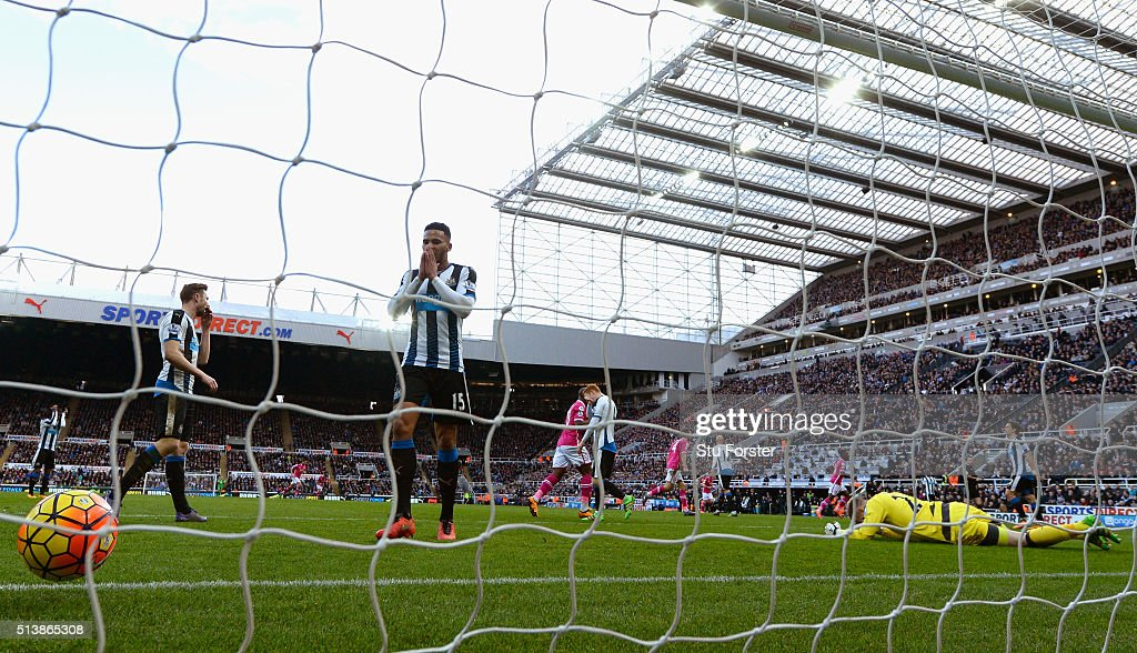 Newcastle defender Jamaal Lascelles (c) reacts as goalkeeper Rob Elliott is beaten by the first Bournemouth goal during the Barclays Premier League match between Newcastle United at A.F.C. Bournemouth at St James' Park on March 5 in Newcastle upon Tyne, England.