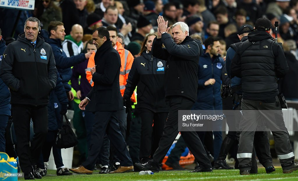 Newcastle manager Alan Pardew applauds the crowd after the Barclays Premier League match between Newcastle United and Everton at St James' Park on December 28, 2014 in Newcastle upon Tyne, England.