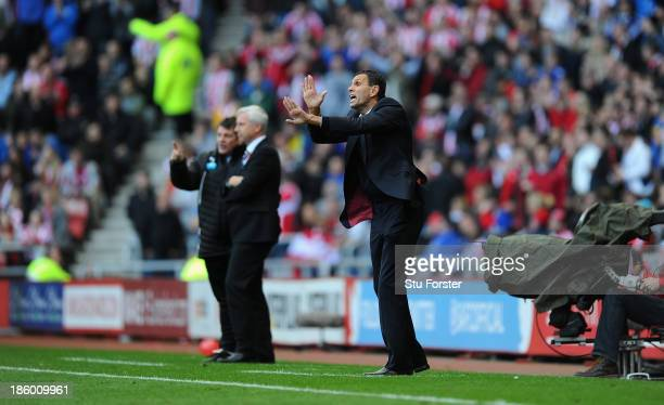 Newcastle manager Alan Pardew looks on as Sunderland manager Gus Poyet reacts during the Barclays Premier League match between Sunderland and...
