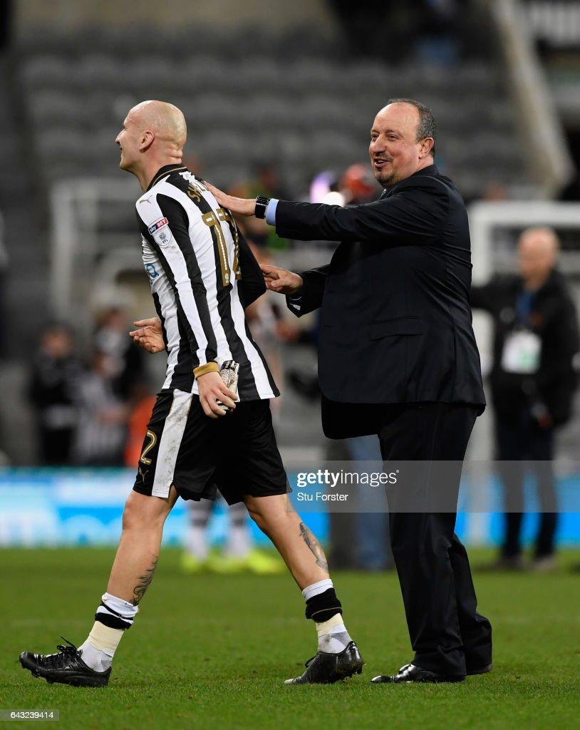 Newcastle manager Rafa Benitez congratulates Jonjo Shelvey after the Sky Bet Championship match between Newcastle United and Aston Villa at St James' Park on February 20, 2017 in Newcastle upon Tyne, England.