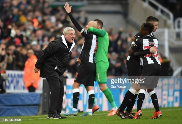 Newcastle manager Steve ruce celebrates as player Jonjo Shelvey celebrates with Martin Dubravka after scoring 2nd Newcastle goal during the Premier...
