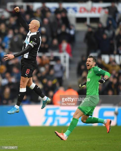 Newcastle player Jonjo Shelvey celebrates with Martin Dubravka after scoring 2nd Newcastle goal during the Premier League match between Newcastle...