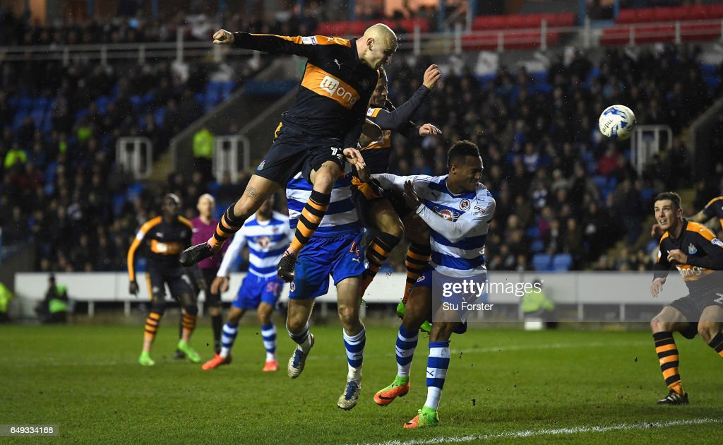 Newcastle player Jonjo Shelvey gets a header in on goal during the Sky Bet Championship match between Reading and Newcastle United at Madejski Stadium on March 7, 2017 in Reading, England.