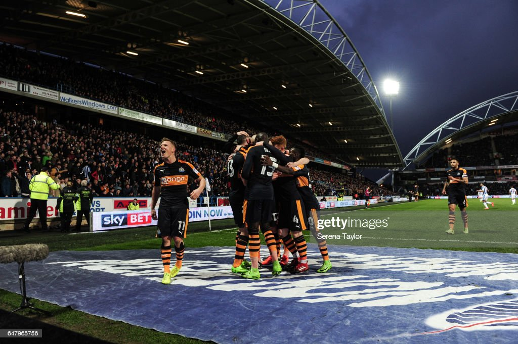 Newcastle players celebrate after Daryl Murphy of Newcastle United (L) scores Newcastle's second goal during the Sky Bet Championship Match between Huddersfield Town and Newcastle United at John Smith's Stadium on March 4, 2017 in Huddersfield, England.