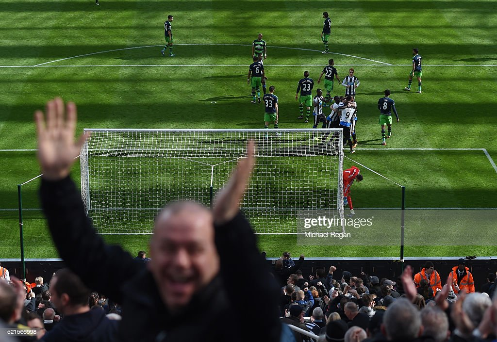 Newcastle players celebrate the goal scored by Jamaal Lascelles during the Barclays Premier League match between Newcastle United and Swansea City at St James' Park on April 16, 2016 in Newcastle, England.