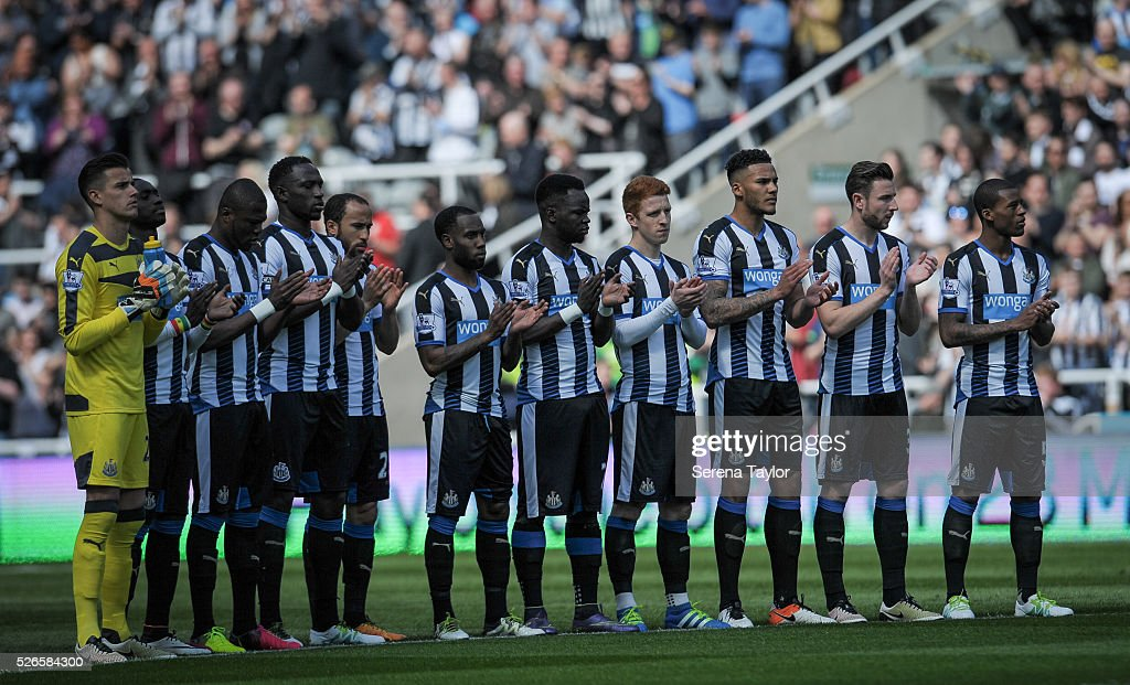Newcastle players line up for a minutes applause in support of the Hillsborough inquest verdict during the Barclays Premier League match between Newcastle United and Crystal Palace at St.James' Park on April 30, 2016, in Newcastle upon Tyne, England.