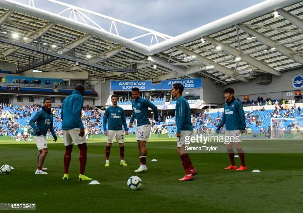 Newcastle players seen LR DeAndre Yedlin Mohamed Diame Antonio Barreca Kenedy Yoshinori Muto and Ki SungYueng warm up during the Premier League match...