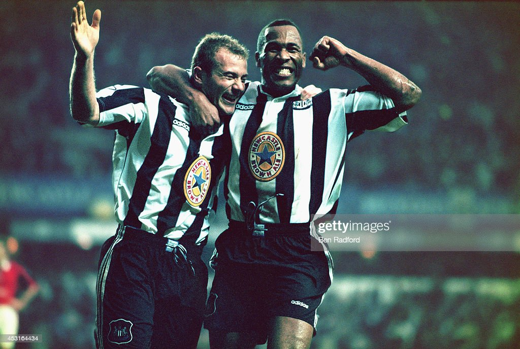 Alan Shearer and Les Ferdinand : News Photo