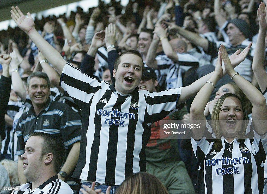 Southampton v Newcastle United : News Photo