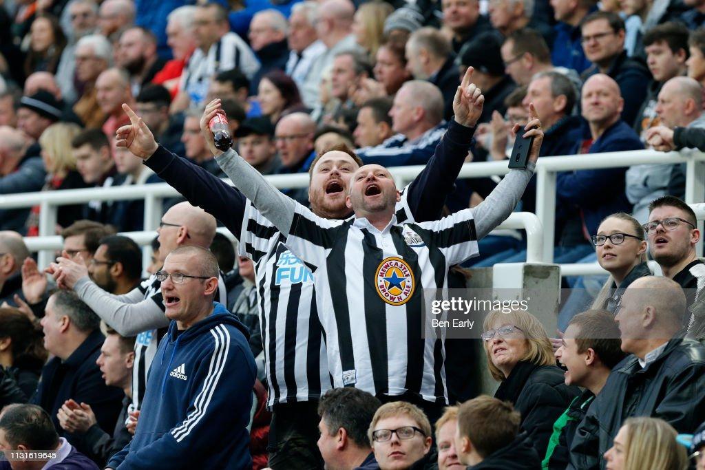 Newcastle United v Huddersfield Town - Premier League : News Photo