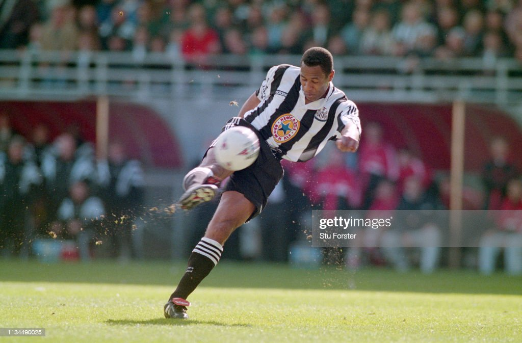 Les Ferdinand Newcastle United 1997 : ニュース写真