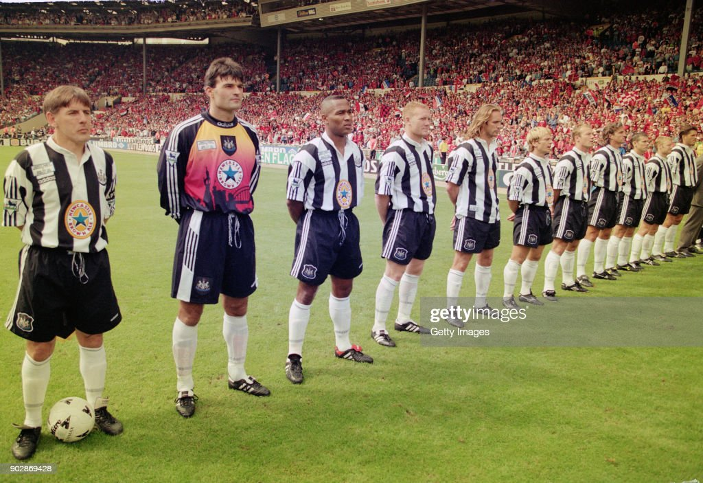 1996 FA Charity Shield Manchester United v Newcastle United : News Photo
