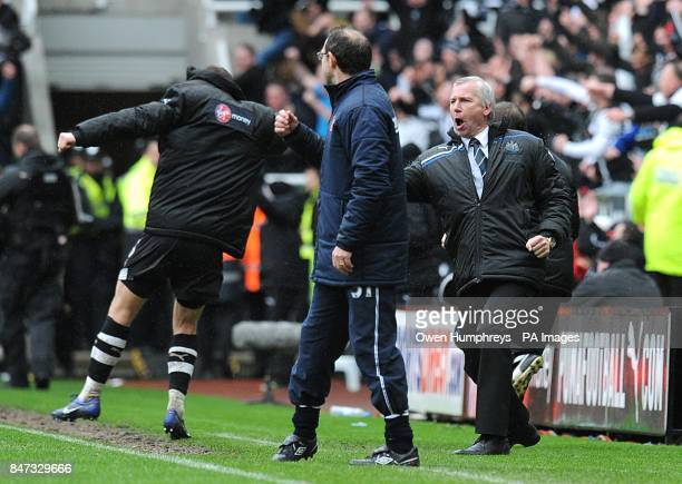 Newcastle United manager Alan Pardew celebrates their late equaliser in front of Sunderland manager Martin O'Neill