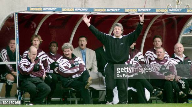 Newcastle United manager Kevin Keegan reacts whilst Lee Clark Terry McDermott Steve Howey and Arthur Cox amongst others react during the 11 draw in...