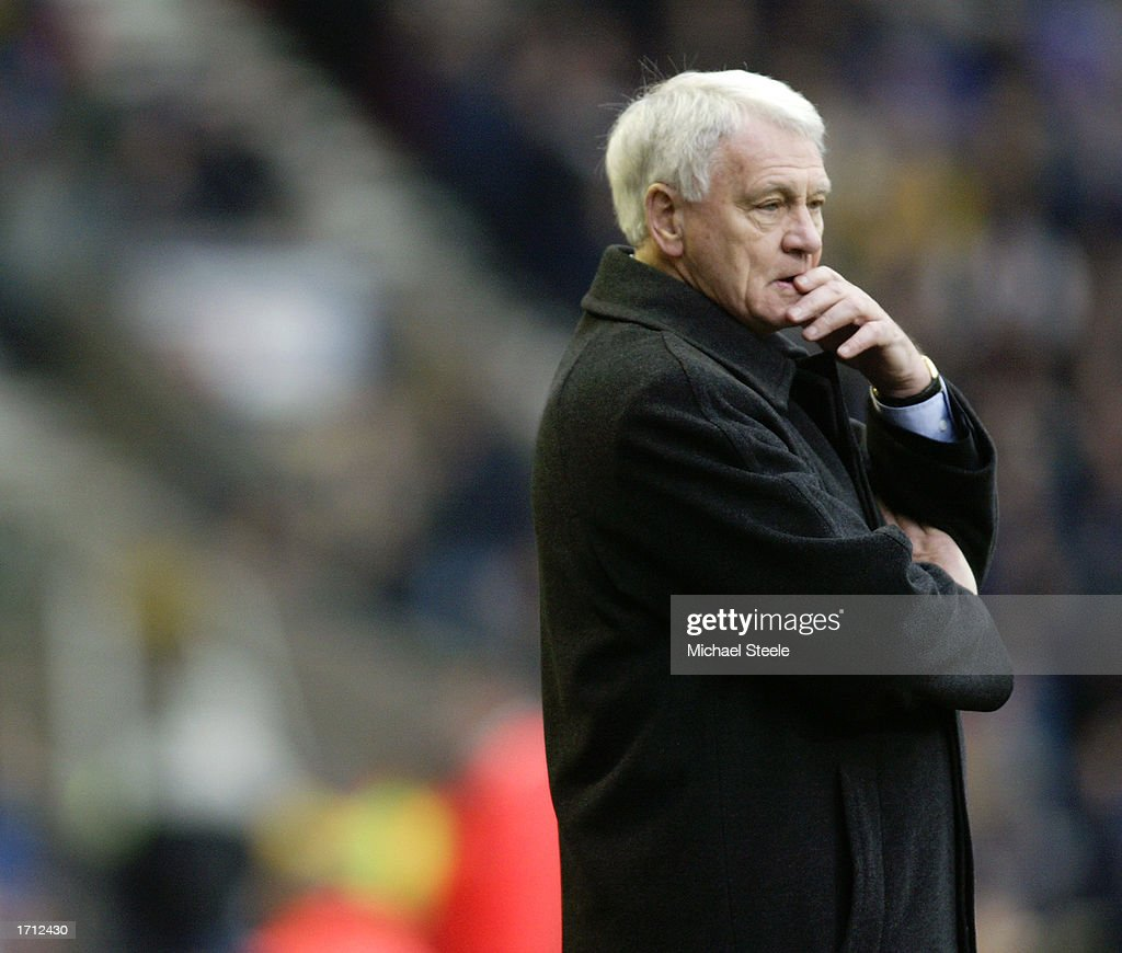 Newcastle United manager Sir Bobby Robson looking dejected : News Photo